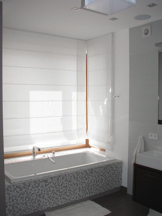 Szaro - biała łazienka