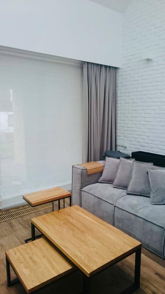 Biały minimalistyczny salon
