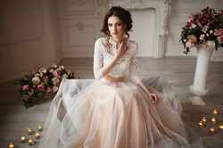 La jeune mariée dans une luxueuse robe; Fanny Liautard copie