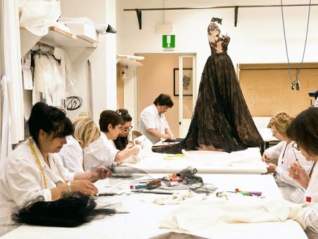 Le travail dans l'atelier : le sur-mesure et la haute couture