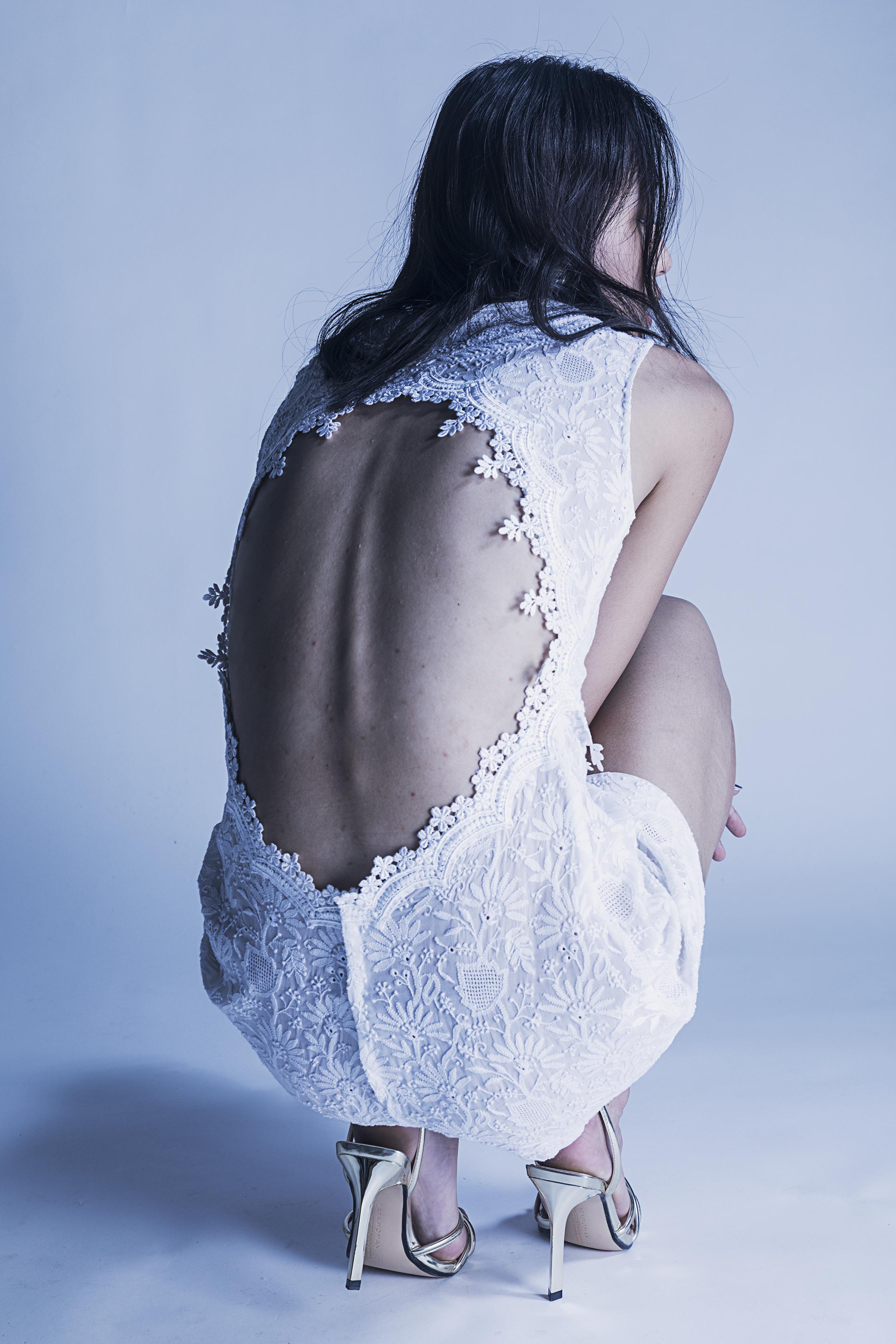 Robe de mariée courte et dos nu