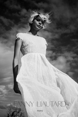 Robe blanche en crêpe de soie