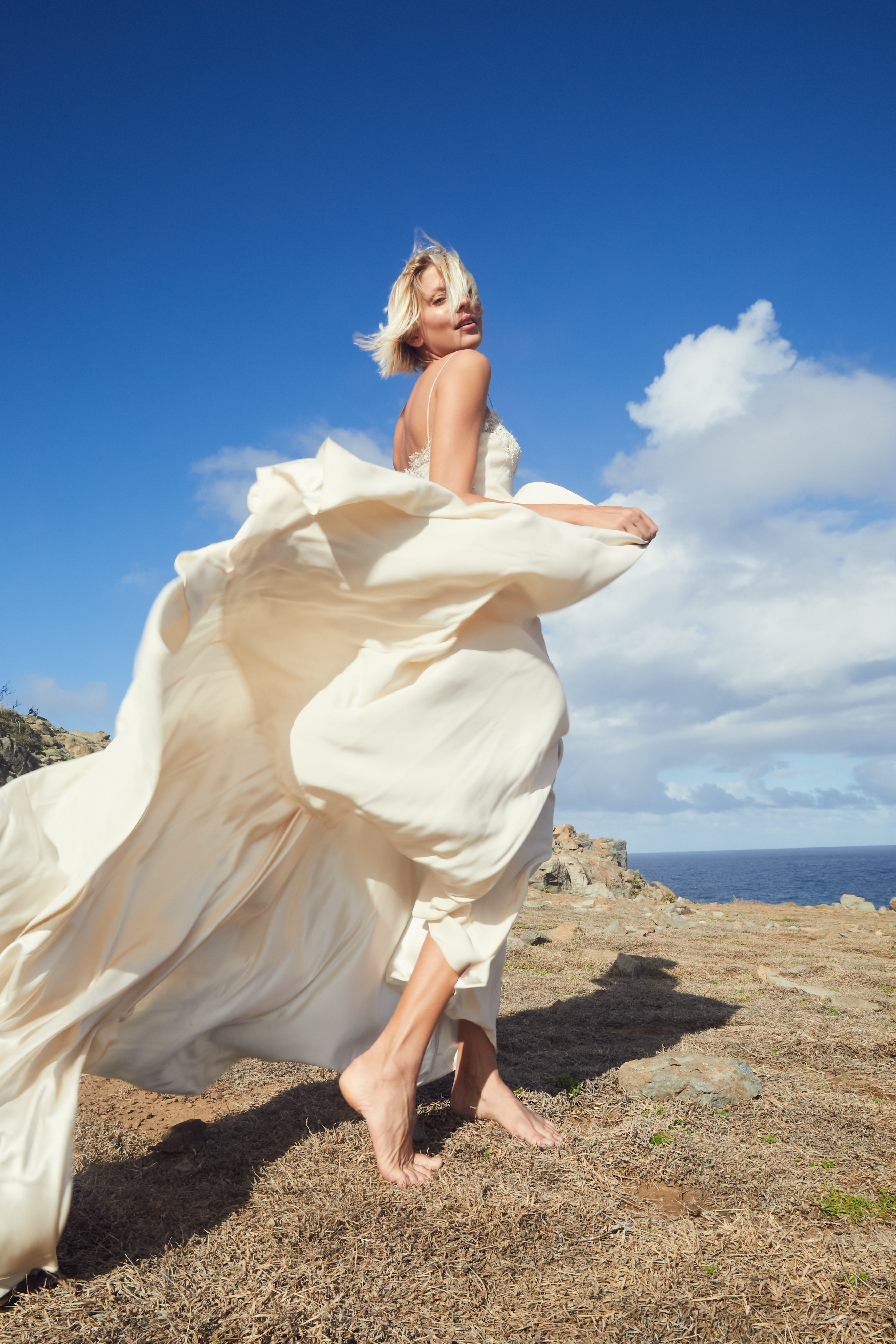 Longue robe de mariée fluide