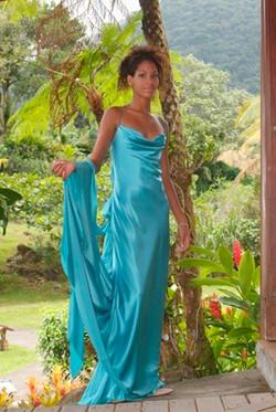 Robe de satin de soie