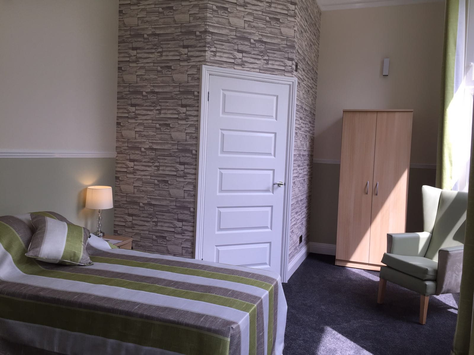Shedfield Lodge Care Home Dementia Specialist Luxury Accomodation 9