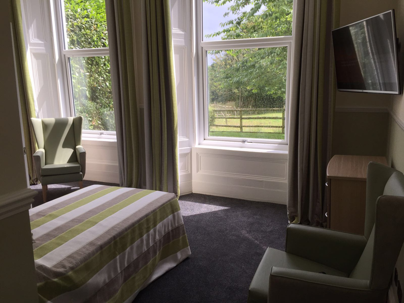 Shedfield Lodge Care Home Dementia Specialist Luxury Accomodation 7