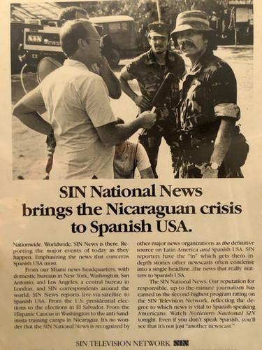 En Chalatenango, El Salvador en 1984 entrevistando a un oficial del ejercito salvadoreño.