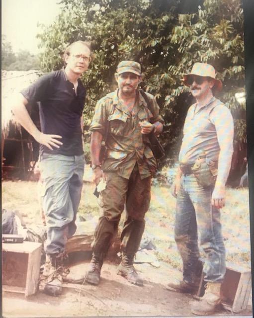 Con Edén Pastora, el Comandante Cero, y el video periodista Eduardo Borge en Nicaragua en 1983