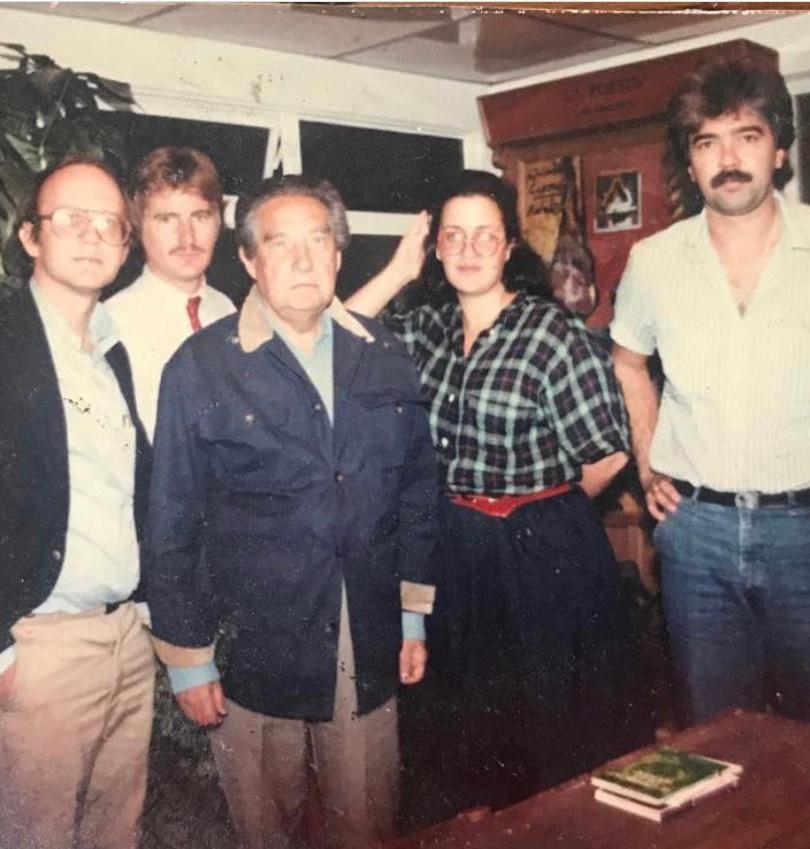 Con el escritor Premio Nobel de Literatura Octavio Paz en la Ciudad de México en 1985. Aparecen en la foto los periodistas Carlos Botifol, Josie Goytisolo y Pedro Sevsec