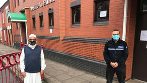 Generous donation made to Leicestershire Police from local Muslim community