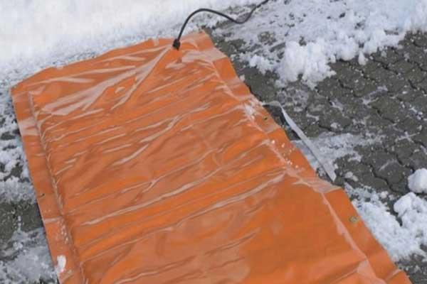 Outdoor industrial thermal heating blanket