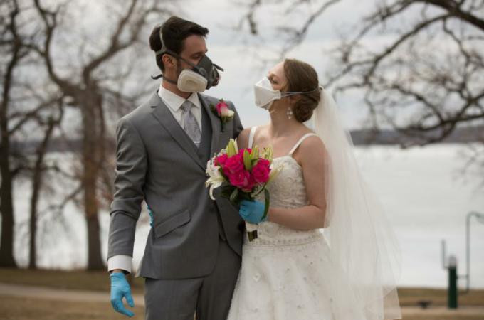Wedding Couple in a Pandemic with gloves and face masks