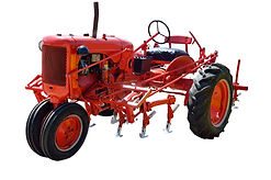 red-tractor-1706144_1920.jpg