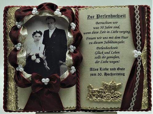 Deko-Buch Perlenhochzeit für Foto – 30. Hochzeitstag (mit Holz-Buchständer)