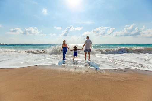 LUXURY TRAVEL ESSENTIALS TO MAKE YOUR FAMILY HOLIDAY EASIER AND MORE MEMORABLE