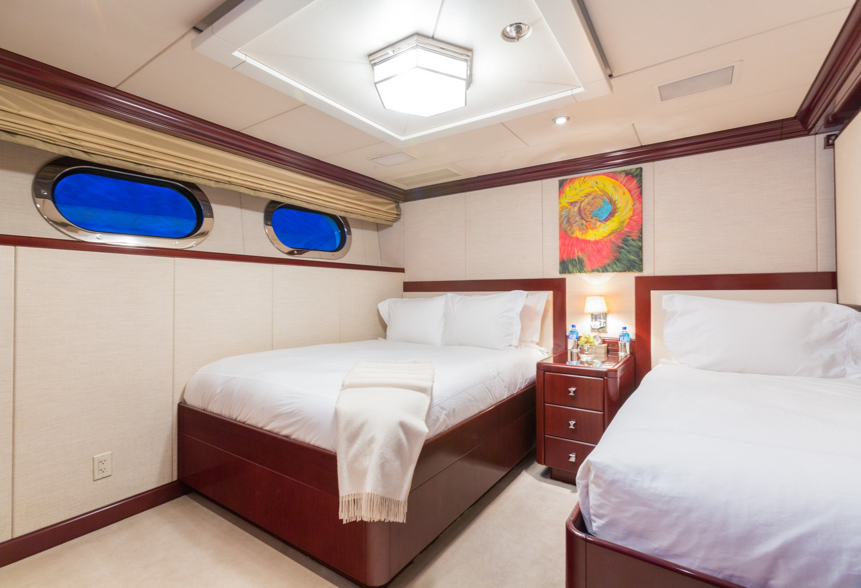charter-yacht-lady-joy-guest_stateroom2_001