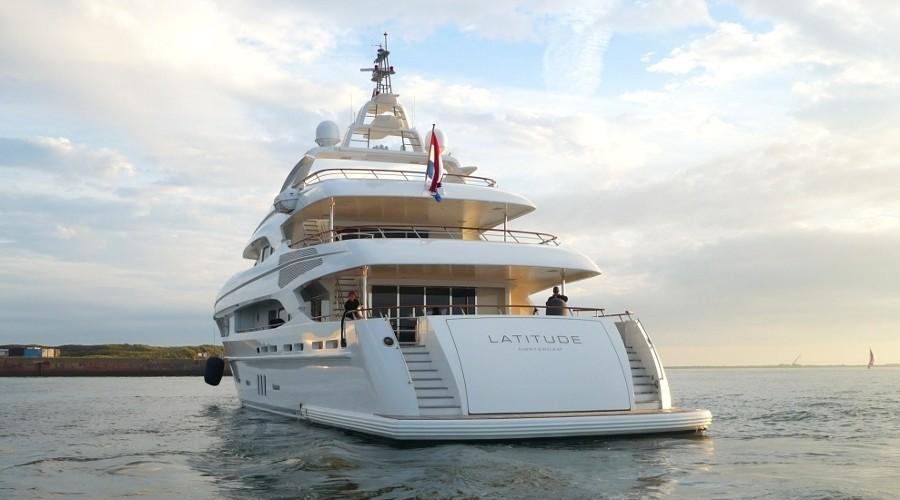 [43m-Yacht-LATITUDE]-5972-129