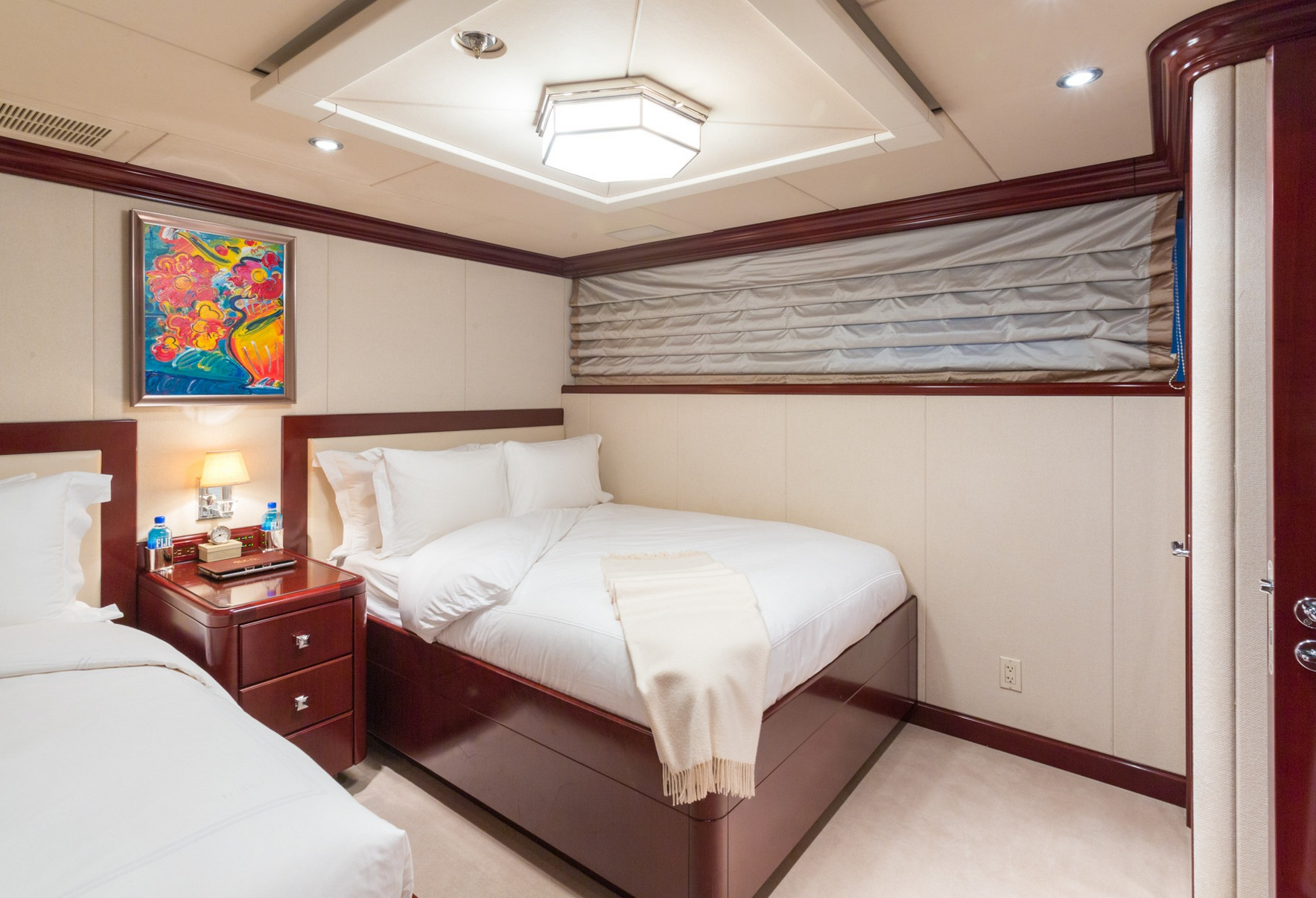 charter-yacht-lady-joy-guest_stateroom_001