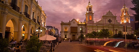 Plaza iluminada.jpg