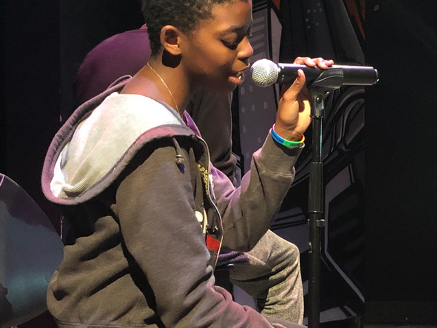 Mac performs at Long Beach HeART Sessions