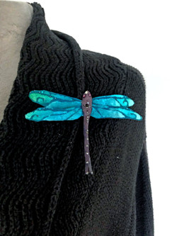 silk-velvet-dragonfly-pin-in-turquoise_1