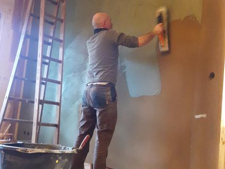 Lehmputz - der nächste Schritt im Innenausbau ist getan