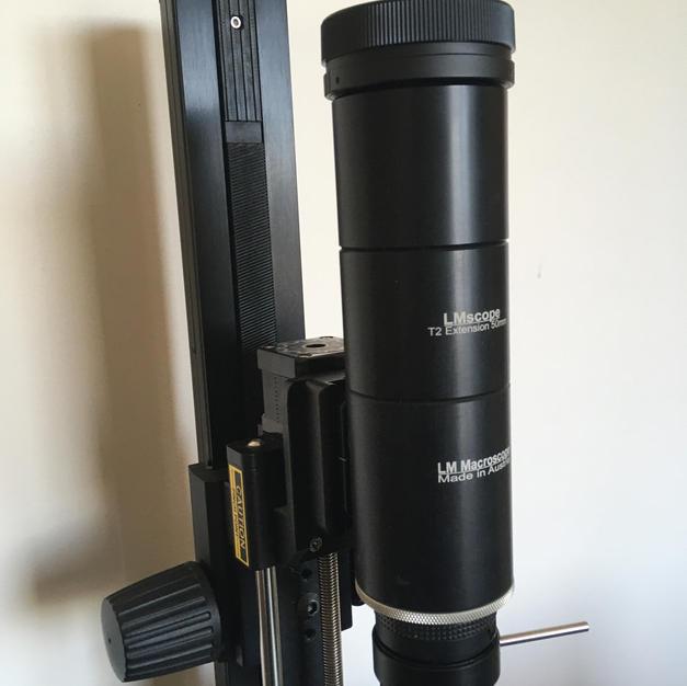 Objectif LMScope 32x fixé sur le rail Stackshot avec une fixation rapide ARCA