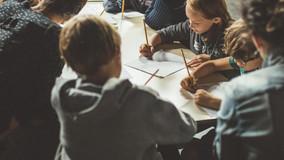 enfants-dans-un-atelier-decriture.jpg