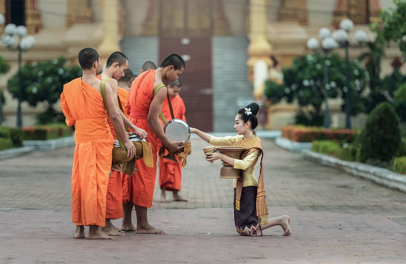 monks-1822571_1280.jpg