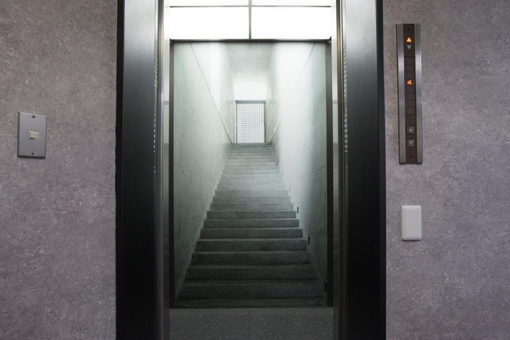 KIZASU.Officeエレベーター