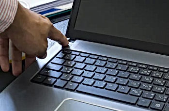 switching-on-laptop-computer-260nw-55279