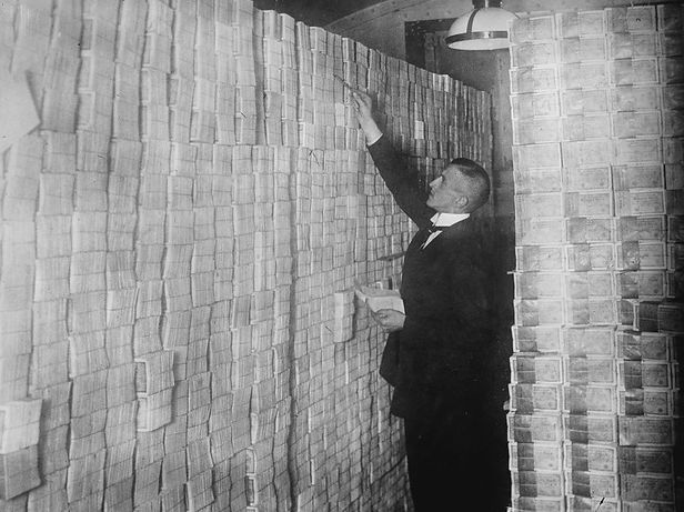 weimar_hyperinflation-925ebb0d4b795418eaef1044d3a1c8c7db2b2e50-s900-c85.jpg