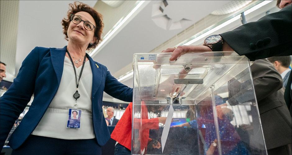 Parliament_elects_Ursula_von_der_Leyen_a