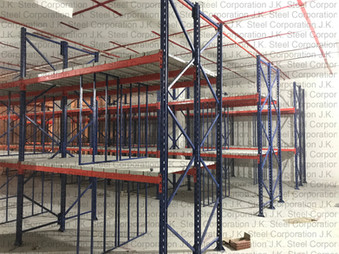 Heavy Duty Rack with Central Partition.