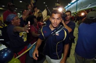 Bowen greeted by enthusiastic Rugby League fans in Dallas