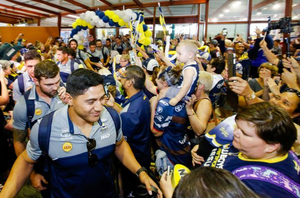 Jat't'lolo greets fans at Townsville Airport
