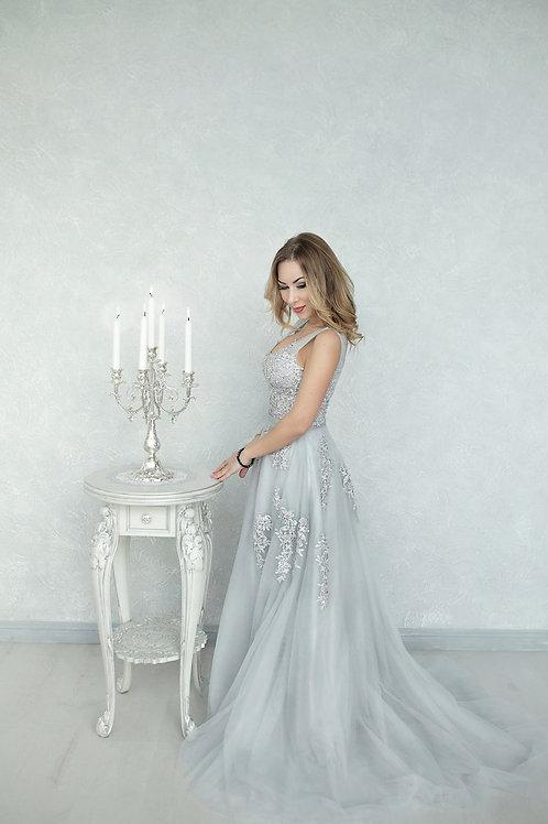 №8 Платье серое с жемчугом и вышивкой
