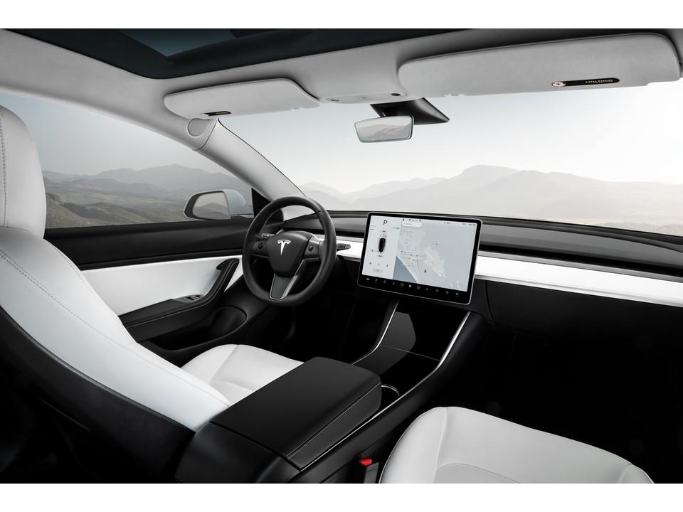 2019_Tesla_Model_3_2