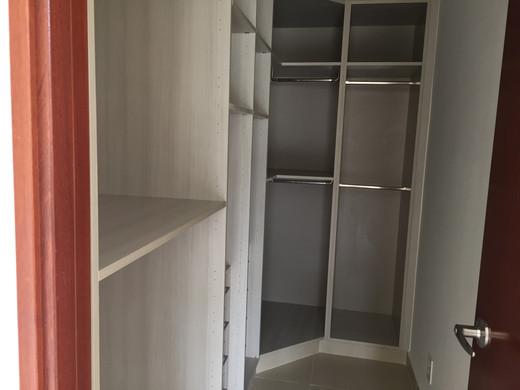 walking closet.jpg