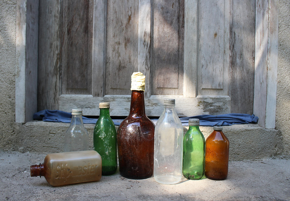 foreign old bottles found at Ilha do Car