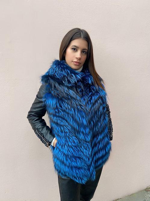Gilet in volpe argentata colore blu con cappuccio