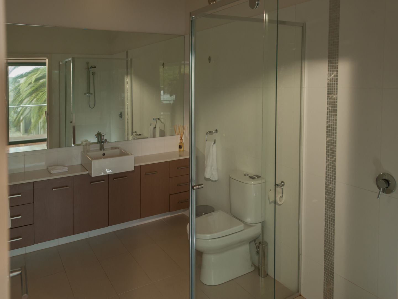 2 bdrm bathroom