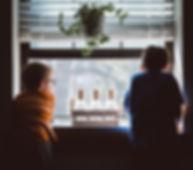 Olhando pela janela