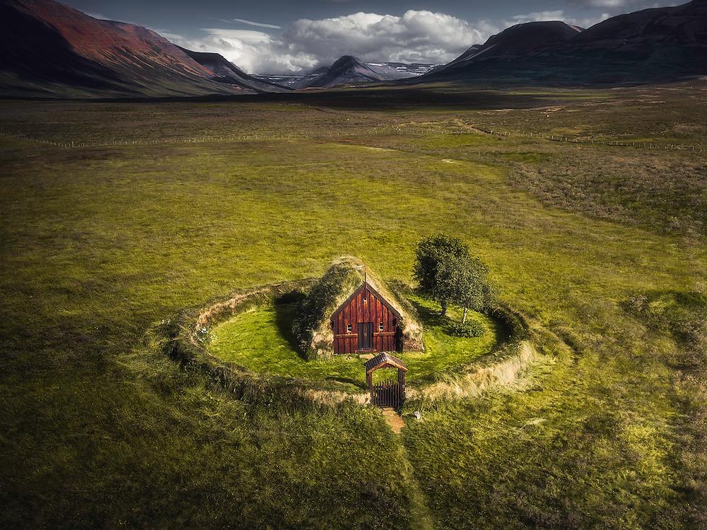 Grafarkirkja: Grafarkirkja er Islands eldste kirke.