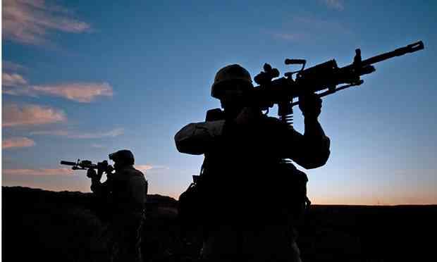 US-Navy-SEALs-during-dese-010