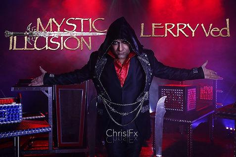 l'artista Lerry Ved con il suo nuovo spettacolo di grandi illusioni Mystic Illusion