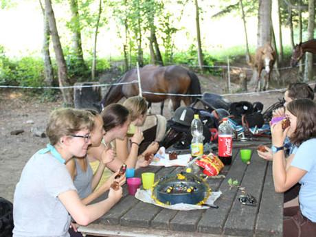 Reit- und Sprachlager für deutschsprachige und französischsprachige Jugendliche