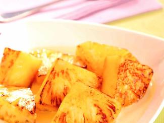 Ananas rôti au miel et aux épices