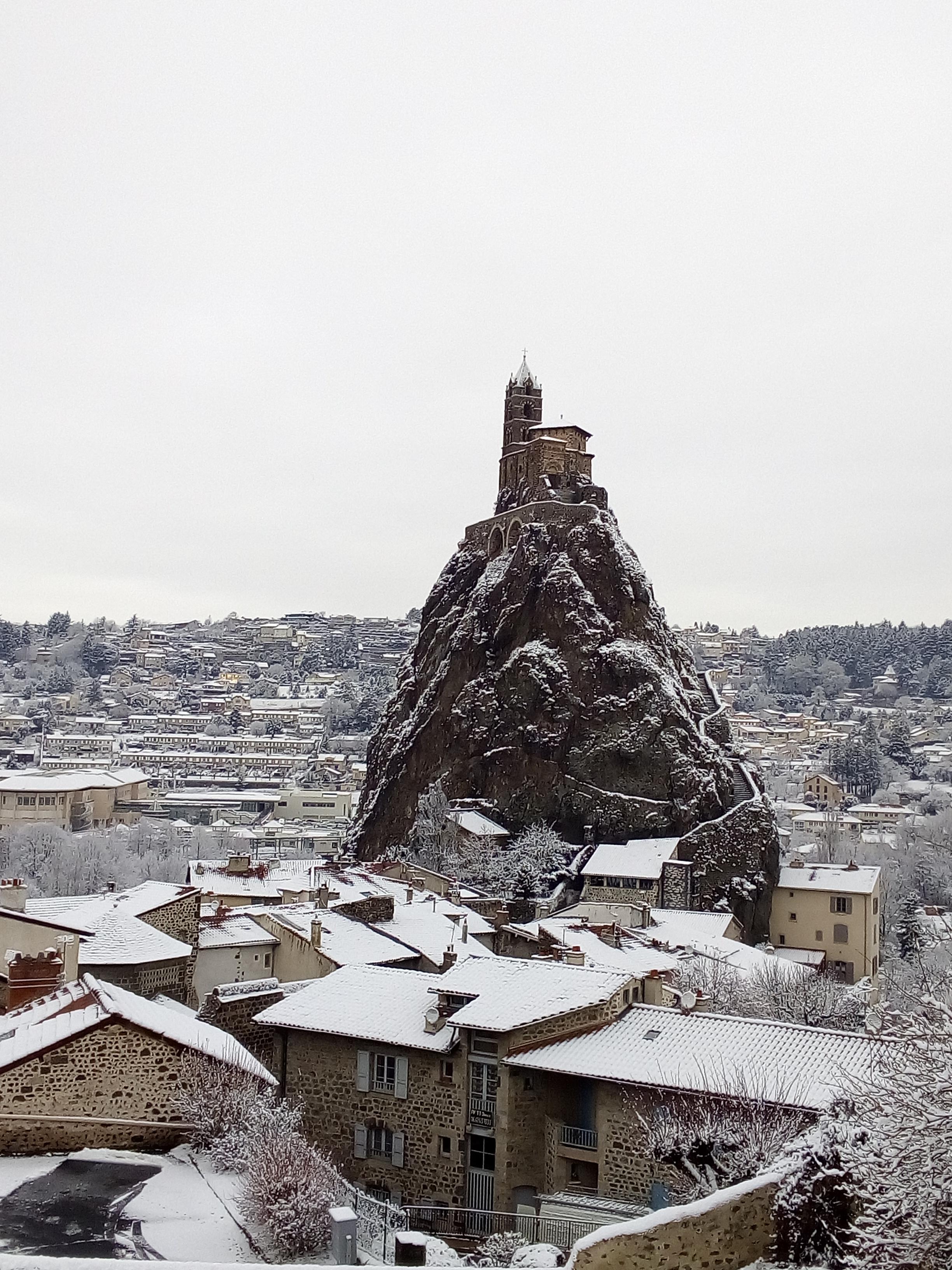 mont-aiguille-le-puy-en-velay-neige