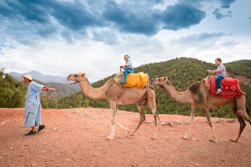 על גבי הגמלים בהרי האטלס